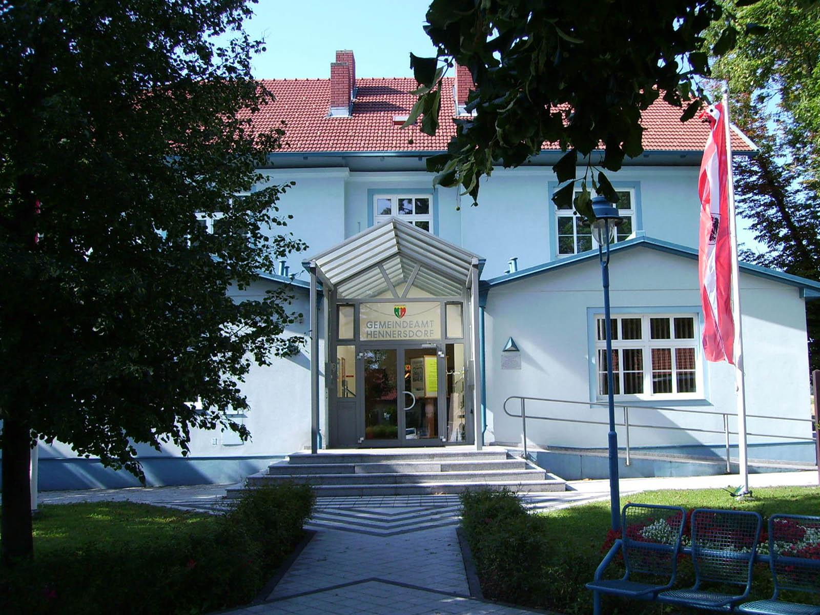 Das Rathaus in Hennersdorf