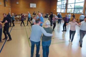 Der zweite Tanznachmittag in Neuweiler zieht noch mehr Tanzbegeisterte und Zuschauer an.